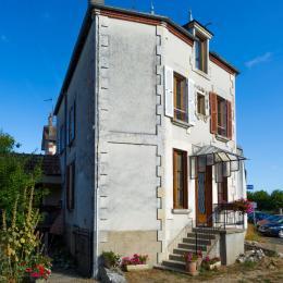 vue de la maison devant et intérieur cour - Location de vacances - Sancerre
