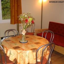 Intérieur séjour chalet 5/7 personnes - Location de vacances - Altillac