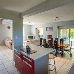 chambre rouge coté ouest - Location de vacances - Saint-Pantaléon-de-Larche