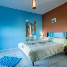 coté salle à manger,salon - Location de vacances - Saint-Pantaléon-de-Larche