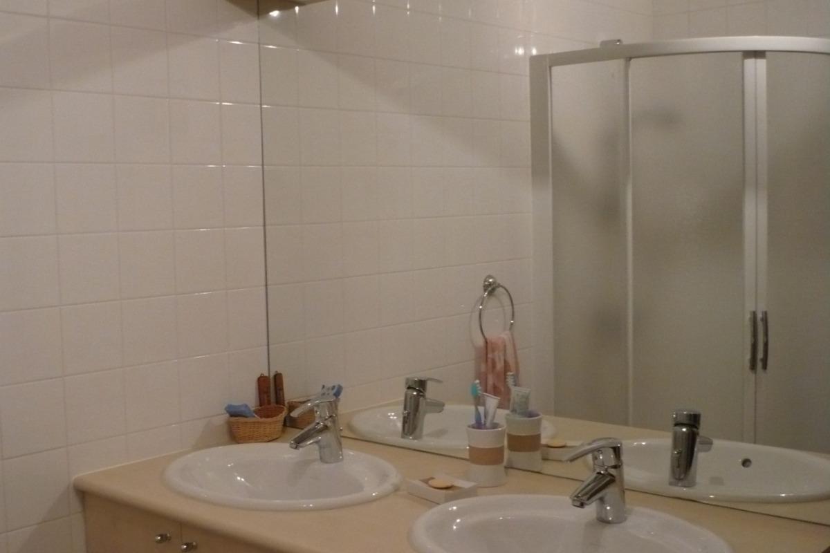 Salle de bain 1 - Location de vacances - Beaumont