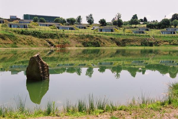 Plan d'eau au pied des hébergements  - Location de vacances - Sainte-Féréole