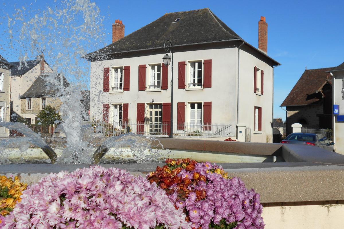 Maison vue de la place de la poste - Location de vacances - Arnac-Pompadour