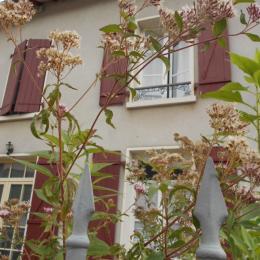 Vue de la place de la poste - Location de vacances - Arnac-Pompadour