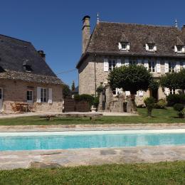 Maison principale et piscine - Chambre d'hôtes - Saint-Geniez-ô-Merle