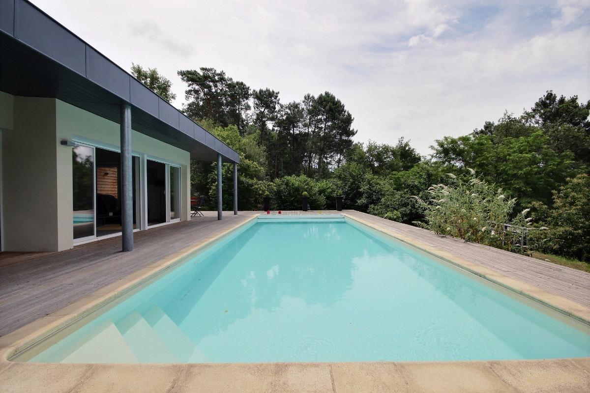 La piscine chauffée 11m x 4m  - Location de vacances - Cosnac