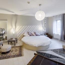 Chambre Boréale - lit rond de 2.20m de diamètre - Location de vacances - Fontaine-lès-Vervins