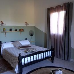 chambre lit 140 - Location de vacances - Serra-di-Ferro
