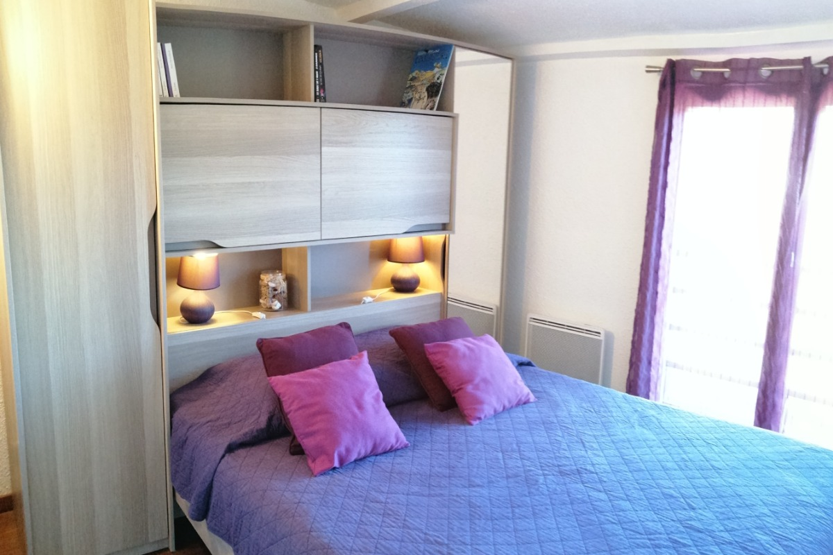 L'espace détente, et repas autour de la cuisine aménagée. - Location de vacances - Poggio-Mezzana
