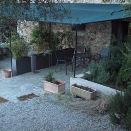 terrasses ombragées, face au soleil levant - Chambre d'hôtes - Belgodère