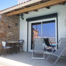 Terrasse privée et coin repas. - Location de vacances - Saint-Florent