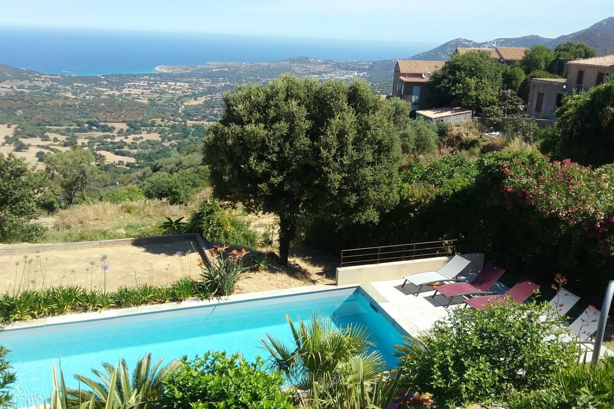 la piscine avec vue sur mer & montagne - Location de vacances - Lavatoggio