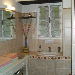Salle d'eau de la suite Julia-Saveria - Chambre d'hôtes - Santa-Maria-di-Lota