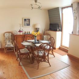 salon salle à manger cuisine ouverte avec balcon vue sur mer - Location de vacances - Pléneuf-Val-André