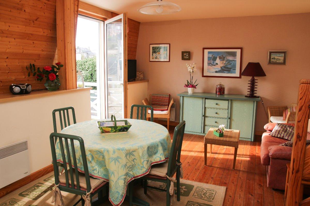 salon salle à manger pièce de vue ouverture sur balcon - Location de vacances - Pléneuf-Val-André