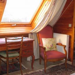 Chambre d'hôtes, Trégastel, Coz Pors, Les Roses, la chambre lit de 160, coin bureau - Chambre d'hôtes - Trégastel