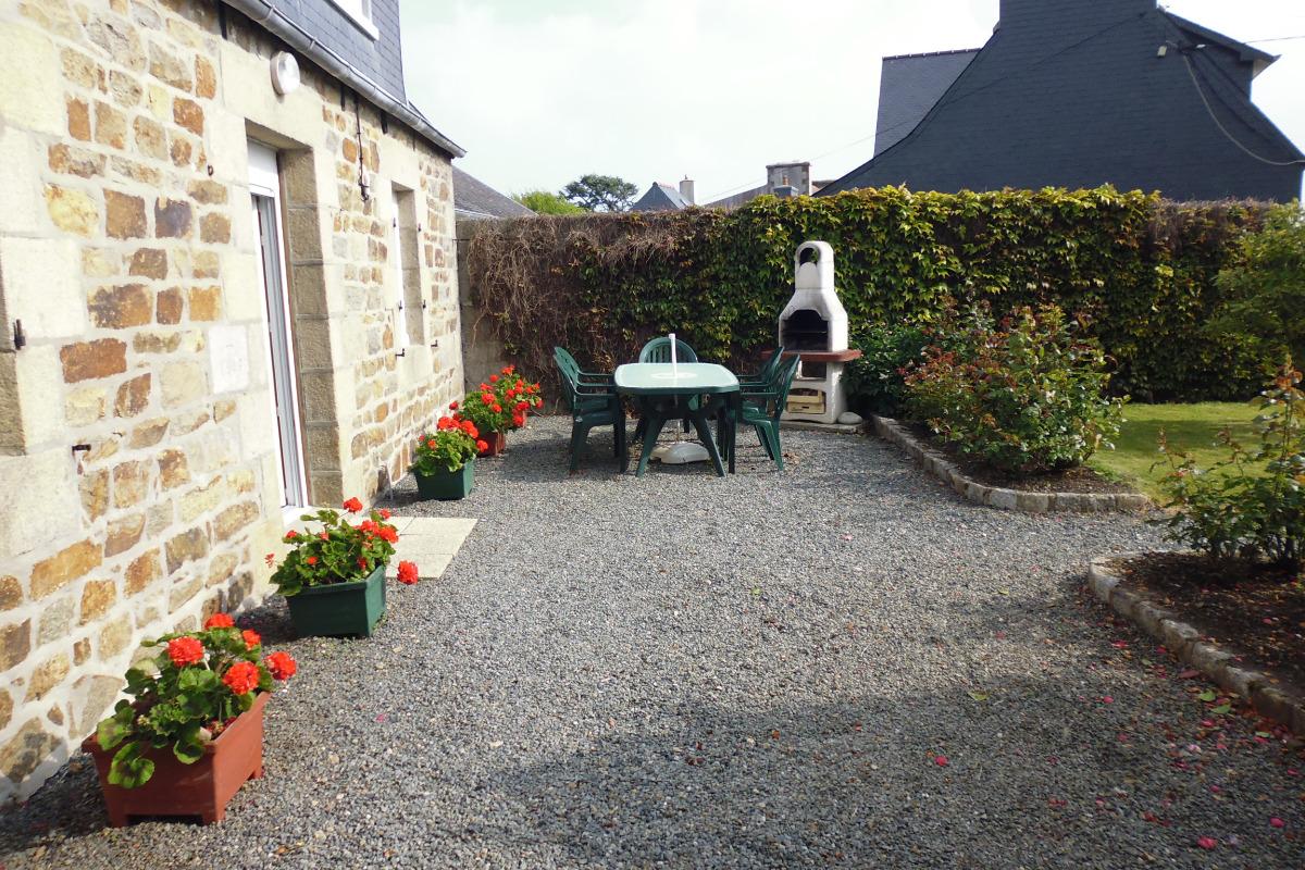 salon de jardin et barbecue - Location de vacances - Perros-Guirec