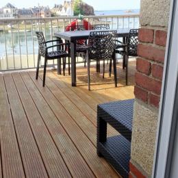 vue sur la terrasse bois et sur le port de la maison  - Location de vacances - Ploubazlanec