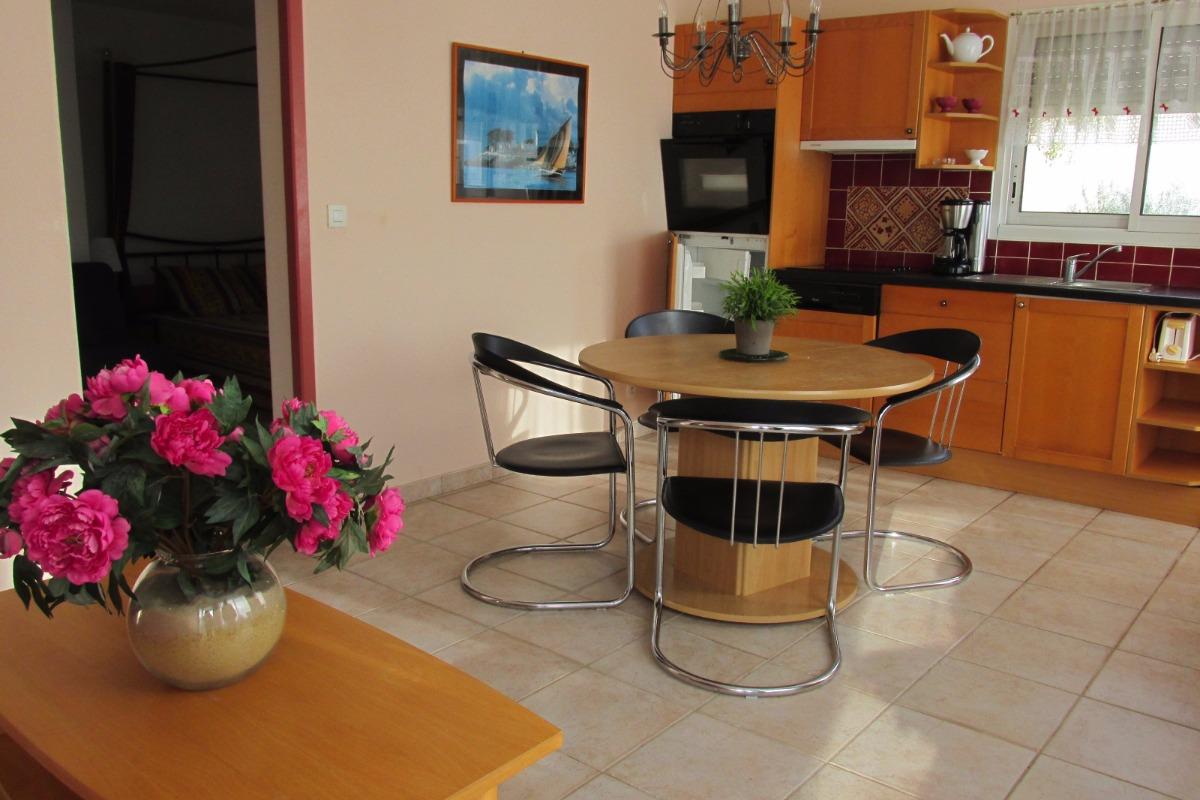 Salon-séjour ouverte sur la cuisine - Location de vacances - Erquy