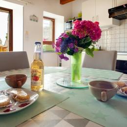 la cuisine et le coin repas - Location de vacances - Ploubazlanec