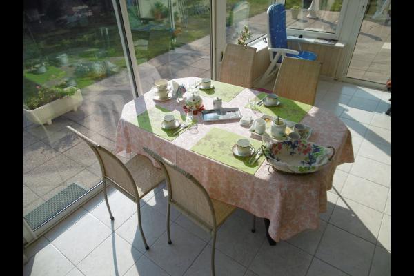petit déjeuner dans la véranda - Chambre d'hôtes - Paimpol