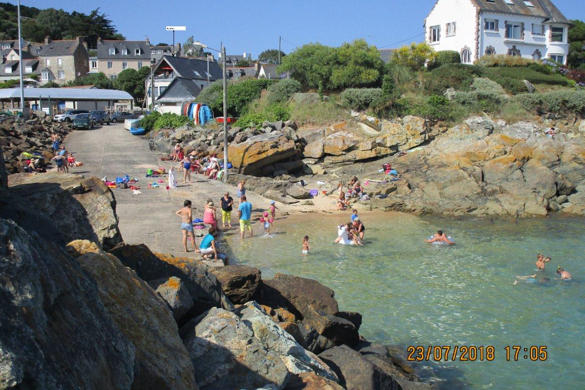 BAIGNADE FAMILIALE A 20 m - Location de vacances - Ploubazlanec
