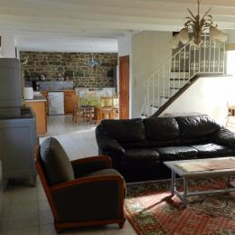 vue cuisine et escalier - Location de vacances - Paimpol
