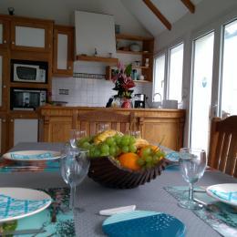 Salon avec cheminée - Location de vacances - Trégastel