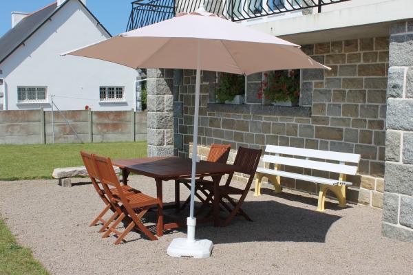 salon de jardin / parasol / barbecue à disposition - Location de vacances - Erquy