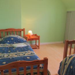 Chambre 2 verte, 2 lits simple à l'étage - Location de vacances - Saint-Cast-le-Guildo
