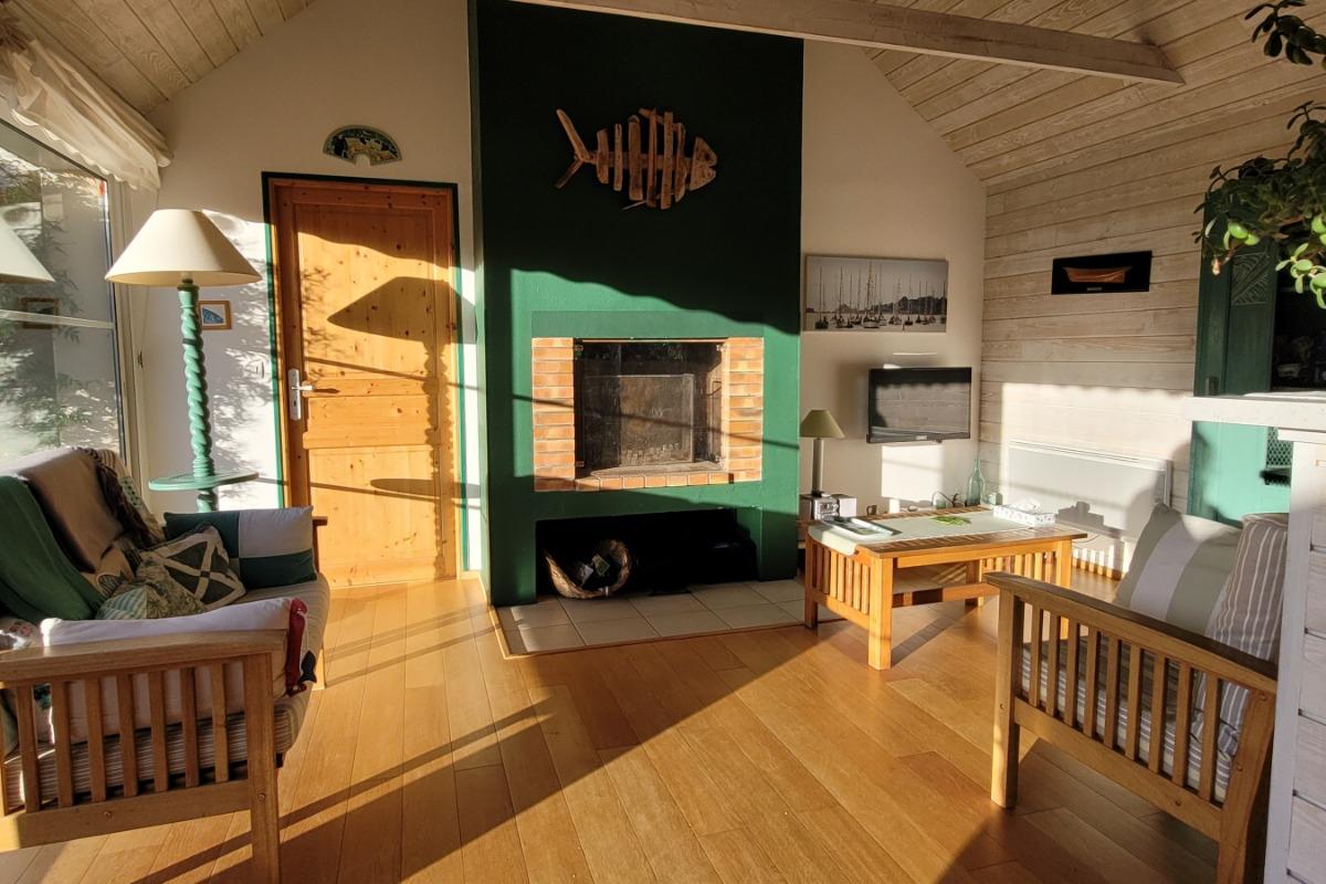 Séjour cheminée (bois fourni) - Location de vacances - Paimpol