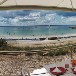 Déjeuner sur la terrasse avec vue à 180 ° sur la plage, la mer...  - Location de vacances - Trébeurden