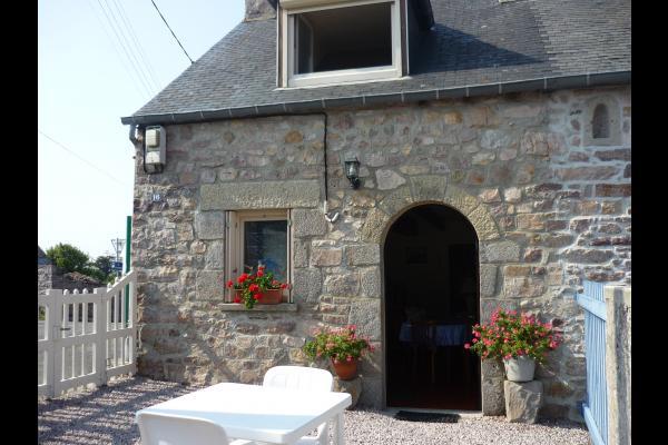 Cour avec salon de jardin et barbecue - Location de vacances - Erquy