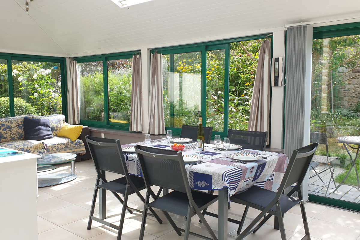 PAIMPOL Maison 150m2 avec véranda entourée d\'un jardin ...