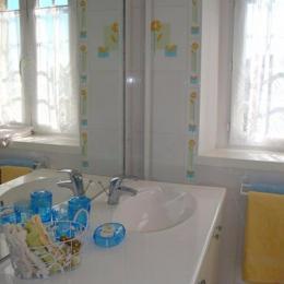 Salle de bains Suite Familiale - Chambre d'hôtes - Plougrescant