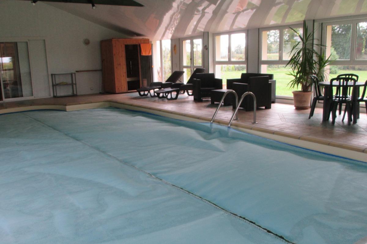 Location, Yvias, Menguy, espace piscine avec transats détente, spa et sauna - Location de vacances - Yvias