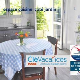 vue mer exceptionnelle du canapé, du lit, du balcon - Location de vacances - Trévou-Tréguignec