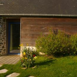 L'entrée principale sur le salon et l'extension bois - Location de vacances - Tréveneuc