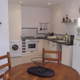 Le salon séjour avec cuisine aménagée, location POulain - Location de vacances - Plestin-les-Grèves
