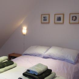 la chambre avec 1 lit de 140, location poulain - Location de vacances - Plestin-les-Grèves