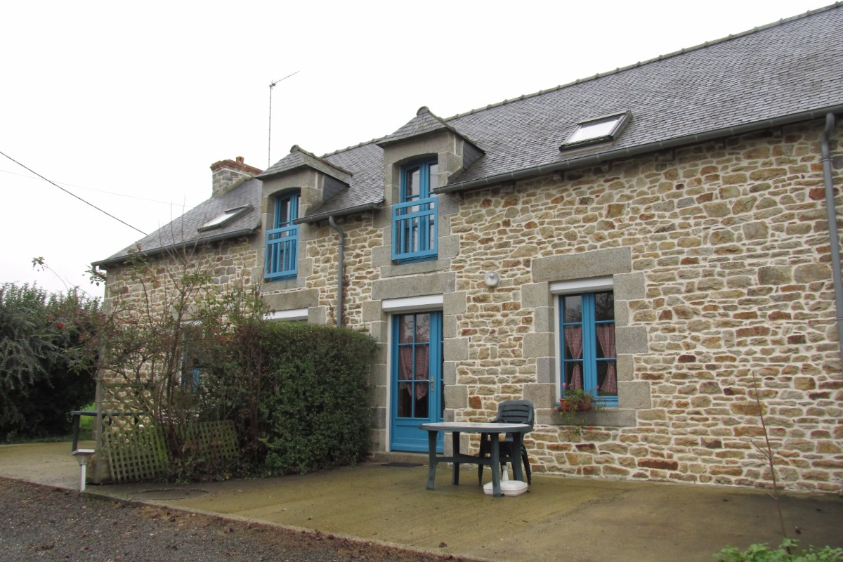 Gîte mitoyen pour 4 personnes à droite - Location de vacances - Sévignac