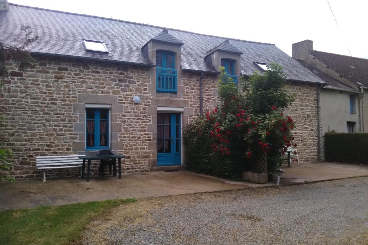 Gite mitoyen à gauche pour 6 personnes - Location de vacances - Sévignac