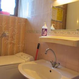 Buanderie et WC indépendant et fermé au rdc - Location de vacances - Sévignac