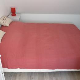 Chambre étage lit double - Location de vacances - Trévou-Tréguignec