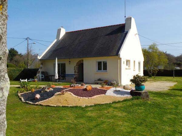 Salle côté Repas (table extensible) - Location de vacances - Saint-Quay-Portrieux