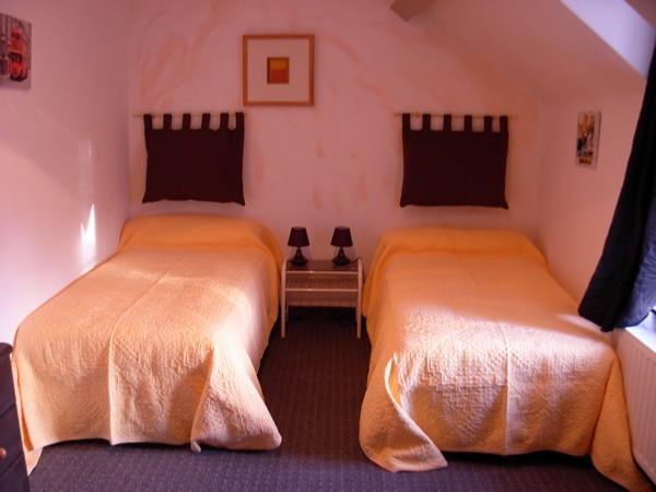 chambre 2 - Location de vacances - Tréfumel