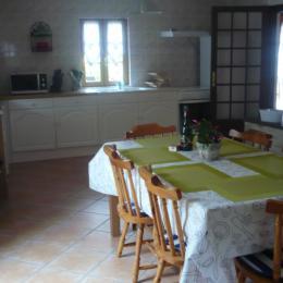 la cuisine - Location de vacances - Tréfumel