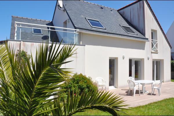 Maison contemporaine indépendante avec terrasse et jardin clos sur ...