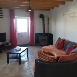 salon ouvert sur la cuisine équipée - Location de vacances - Lannebert