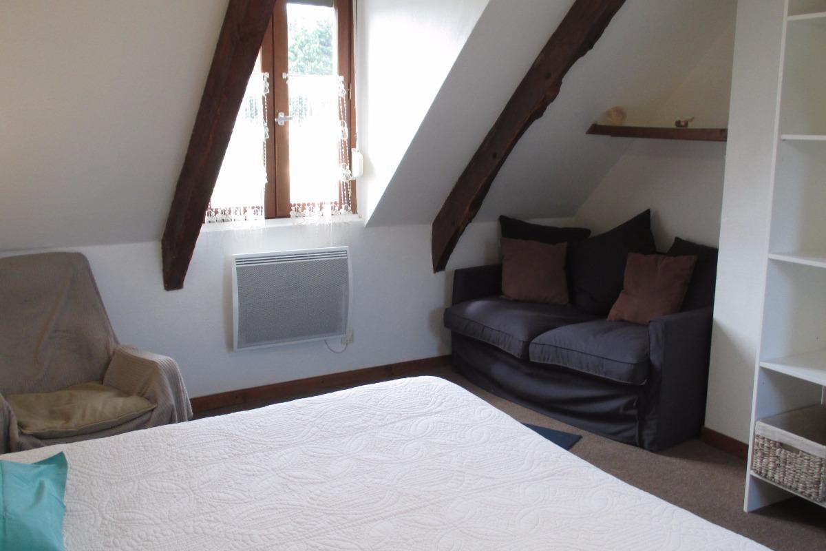Chambre familiale Pempoul, à l'étage, espace avec lit 140 et petit canapé - Chambre d'hôtes - Ploubazlanec